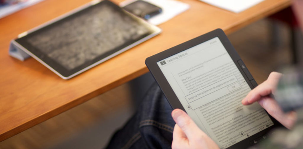 E-reading e-nhanced! If you love reading e-books on your iPhone, you have to download these awesome e-book apps!